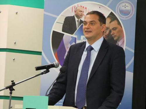 К.В. Ширшов поздравил участников с открытием Конференции. Он отметил, что ситуация в отрасли сложилась непростая