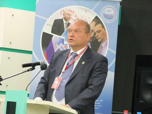 Далее слово было предоставлено президенту НСЛ СРО В.А. Тишину, который подвел итоги работы Союза за год