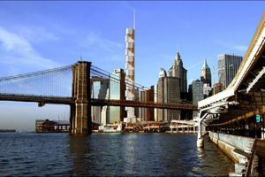 Пассажирский лифт пролетел несколько этажей в офисном здании в центре Манхэттена. 1 человек погиб, 2 ранены