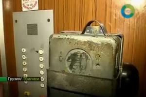 В грузинской столице власти взялись за ремонт городских лифтов. Теперь практически во всех подъездах подъемники работают, но они стали платными