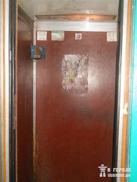 Лифт-Пресс.Ru:Харьковские лифты доживают свой век с проваливающимися полами и сожженными кнопками