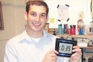 Иерусалимский студент Шломо Фридман изобрел устройство, благодаря которому пользоваться шаббатним лифтом станет удобнее