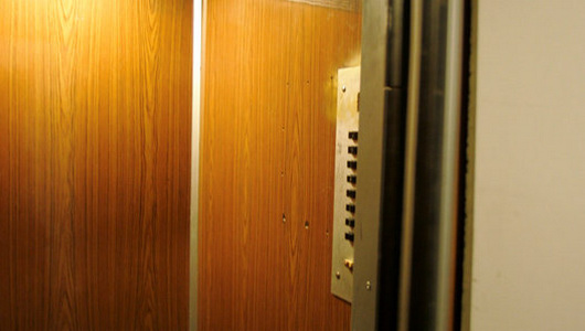 В Рижском роддоме «взбесился» лифт