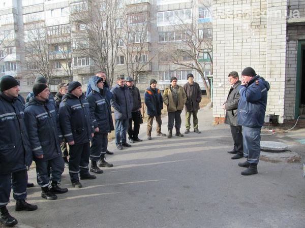 Кременчугские спасатели, коммунальщики и лифтёры тренировались спасать людей из запертых лифтов