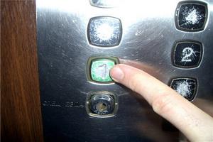 В Одессе продолжаются работы по установке и модернизации лифтов