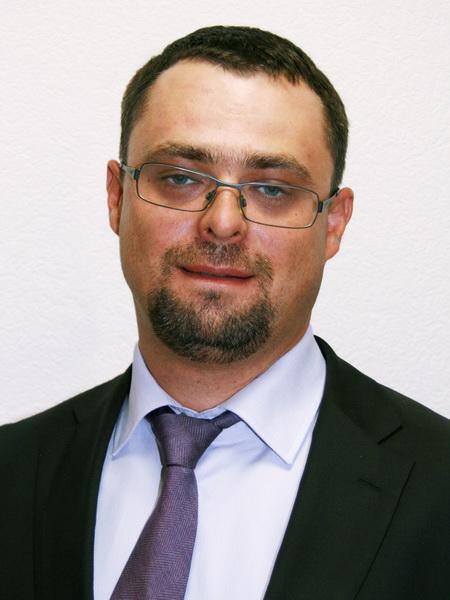Титаренко Е.В., 1978 г.р., ранее руководил ОАО «Московский НИИ радиосвязи» (со штатом 140 человек). Был генеральным директором МОСЛИФТа