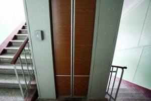 В Москве по факту гибели женщины, в результате падения лифта, возбуждено уголовное дело