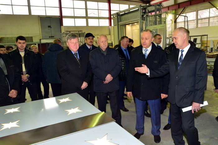 Губернатор Валерий Радаев посетил саратовское предприятие, выпускающее лифты