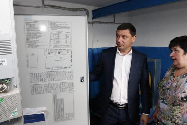 Евгений Первышов посетил дом по ул. 40 лет Победы в Краснодаре после замены лифтов