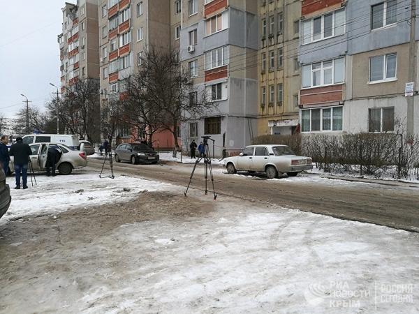 2 марта в Симферополе на улице Балаклавской, 81 в результате поломки лифта погибли 38-летняя Наталья Симонова и ее полугодовалый сын Вова