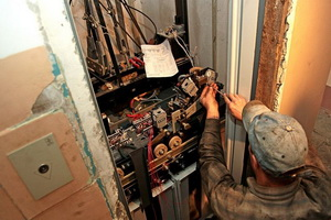 Администрация Соснового Бора организовала проверку наличия в городе рабочих, нанятых субподрядчиками для монтажа лифтов