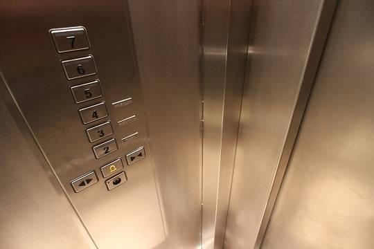 В Казани на высшем уровне покрывается непрозрачная схема замены лифтов в домах, эффект от которой есть только на бумаге
