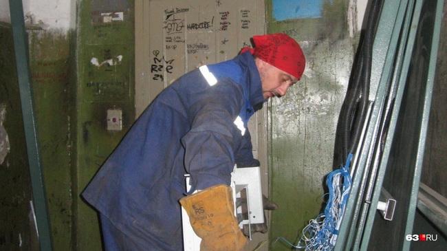 Сотрудники Министерства энергетики и ЖКХ Самарской области проводят переговоры с производителями лифтов