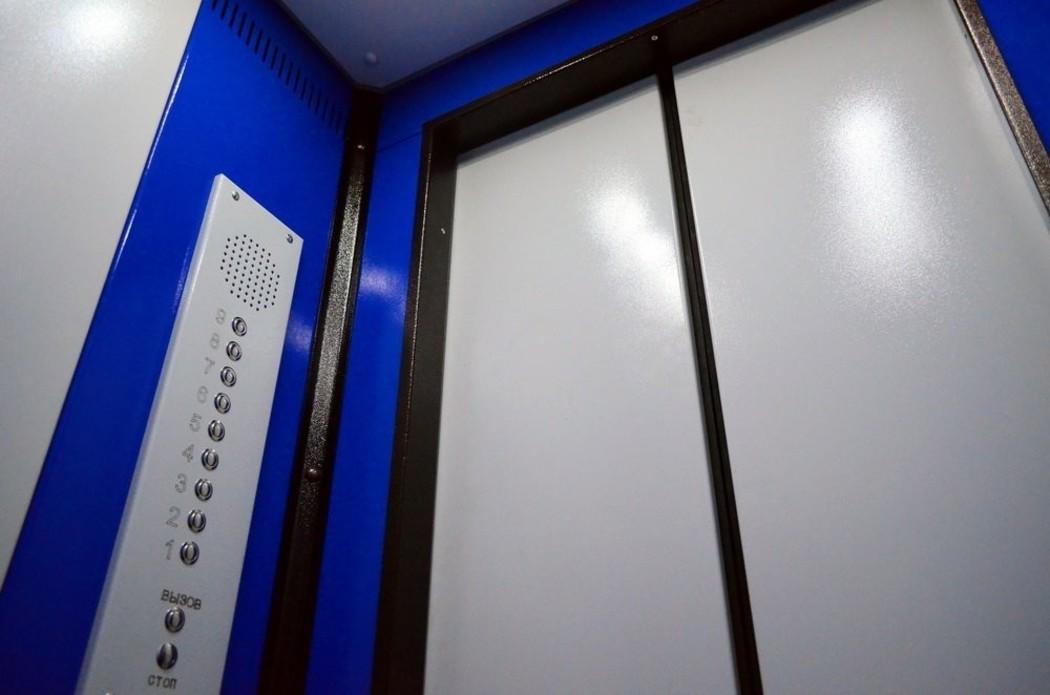 Жители Ангарска массово жалуются на некачественную замену лифтов