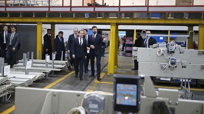 Дмитрий Медведев провел совещание на Щербинском лифтостроительном заводе, посвященное нацпроекту национального проекта «Жилье и городская среда»