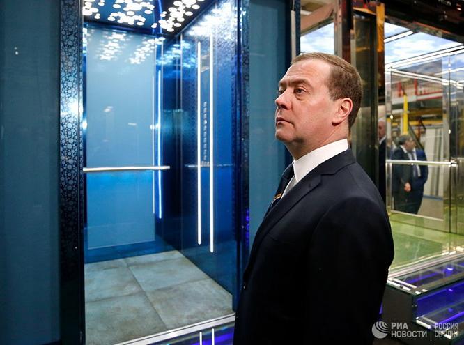 Премьер-министр России Дмитрий Медведев считает полезной конкуренцию в лифтостроении