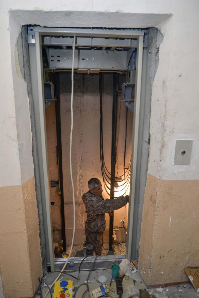 Во Владикавказе идёт замена лифтового оборудования в 24 многоквартирных домах