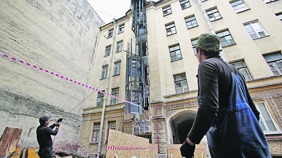 Не менее 30 тыс. лифтов в год ориентировочно планируется менять после 2020 года, сообщил «Известиям» замглавы Минстроя Андрей Чибис