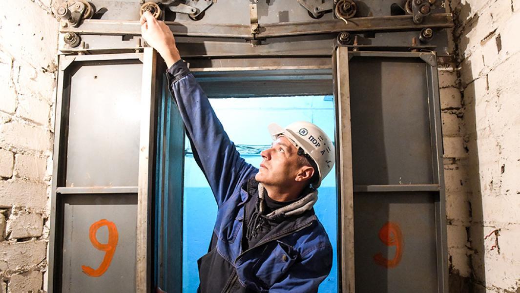 Подъемная задача: смогут ли в России заменить ветхие лифты? Каждый четвертый лифт в стране отслужил свой срок