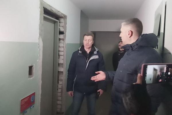 Глава администрации Соснового Бора Михаил Воронков направит обращение к губернатору Ленинградской области по факту срыва подрядчиками новых сроков окончания монтажных работ лифтового оборудования
