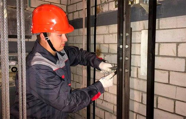 Замену лифтов в Ярославле контролируют по видеокамерам
