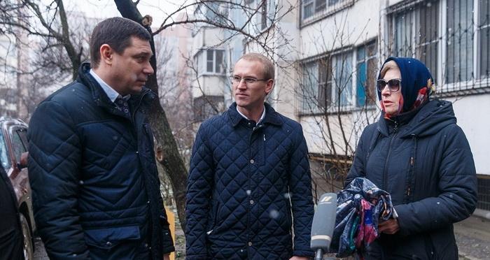 Глава Краснодара Евгений Первышов посетил дом по ул. им. 70-летия Октября в Юбилейном микрорайоне. Здесь заменили лифтовое оборудование
