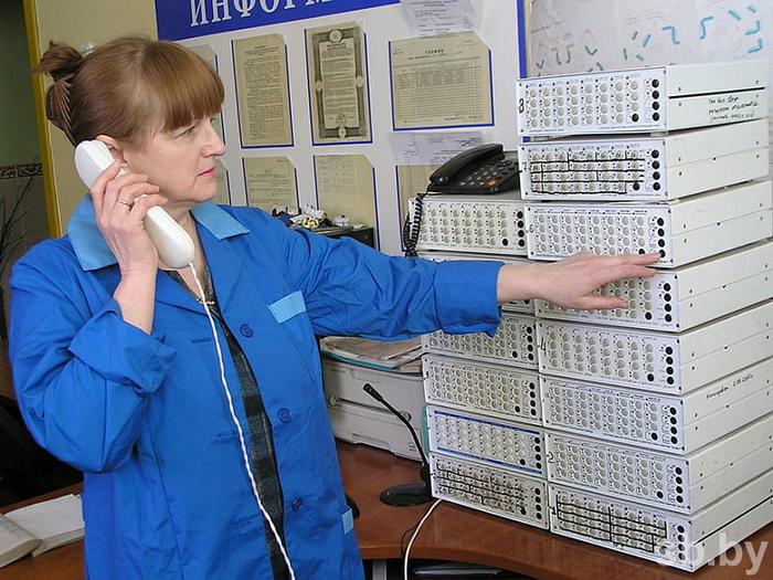 Диспетчер Светлана АРАВИНА: «Это компактное оборудование позволяет в режиме реального времени контролировать работу полутысячи городских лифтов»