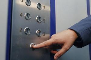 В Одессе продолжаются работы по восстановлению лифтового хозяйства