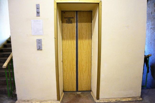Около полутысячи лифтов заменят в Симферополе до конца года