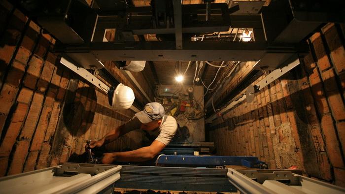120 тысяч потенциальных убийц. Кто заработает на замене лифтов в России