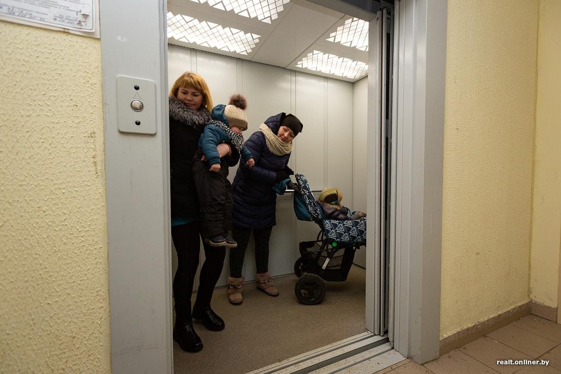 «Вы должники — платите». Суд арестовал лифты в двух жилых домах, УКС собирается продать их на аукционе