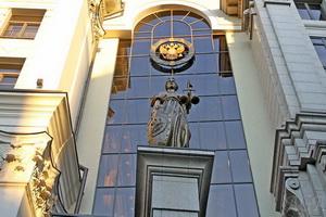 ВС РФ защитил жильцов МКД от соседа, который, расширяя свою квартиру, прихватил и часть шахты лифта