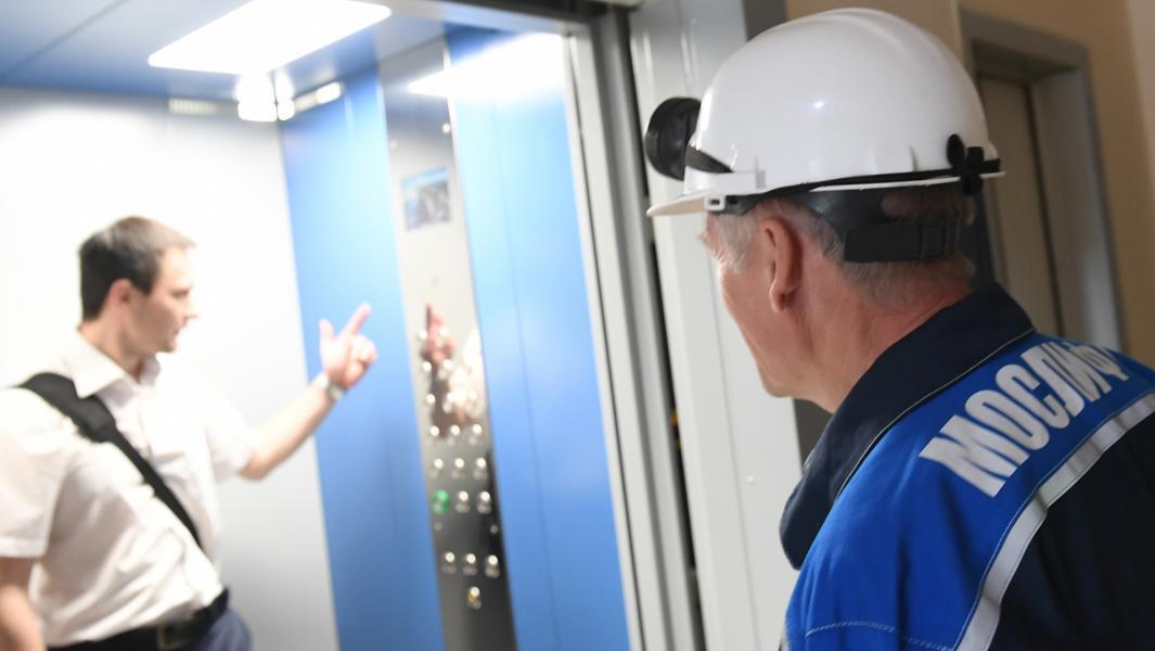На рынке много структур, которые в конечном счете могут «проглотить» на определенных территориях подрядные организации, которые сегодня монтируют, капитально ремонтируют и эксплуатируют лифты