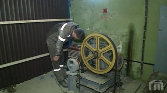 Депутаты Ярославской областной думы проверяют ремонт лифтов