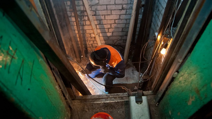 Лифты: кто ответит за демонтированное оборудование в Сосновом Бору?