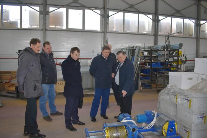 Министр промышленности, энергетики и ЖКХ Красноярского края Евгений Афанасьев посетил производителя лифтов «Еонесси»