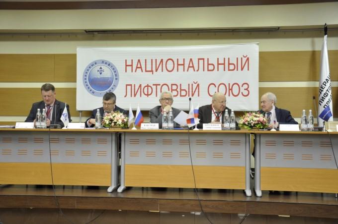 В заключение работы лифтового форума делегаты приняли за основу разработанную в ходе пленарного заседания Резолюцию IX Всероссийского Съезда работников лифтового комплекса