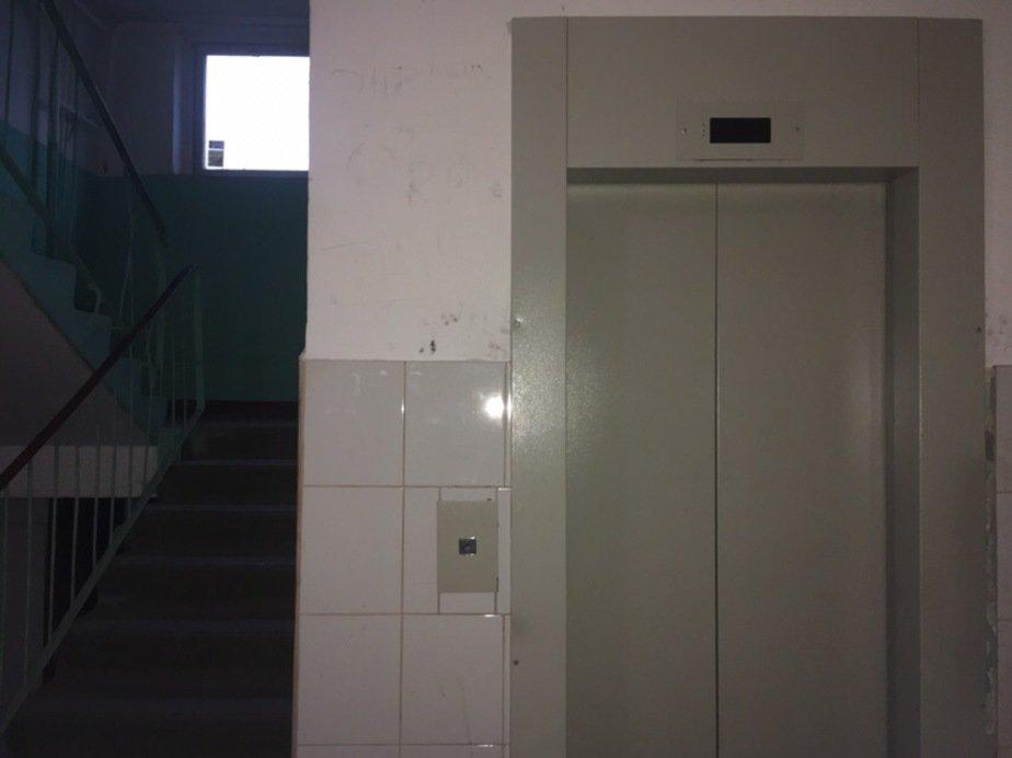 В Калининграде жители девятиэтажки съехали из своих квартир из-за неработающих лифтов