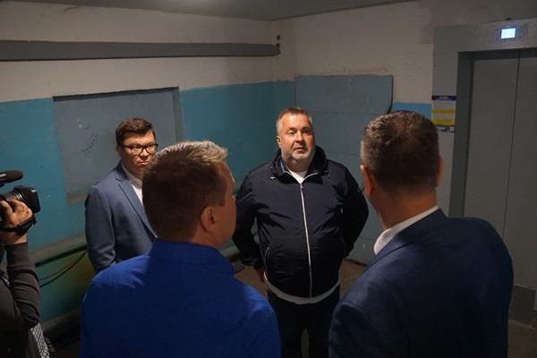 В Ярославле с подрядчика по замене лифтов предлагают взыскать моральный ущерб