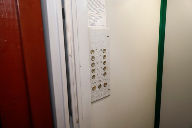 В Днепре продолжается капитальный ремонт и замена лифтов в многоэтажках
