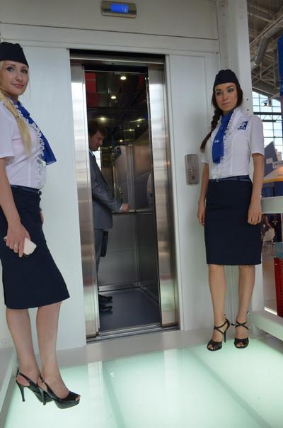 Исполнительный директор Национального лифтового союза Петр Харламов опробовал новый лифт «Протон»