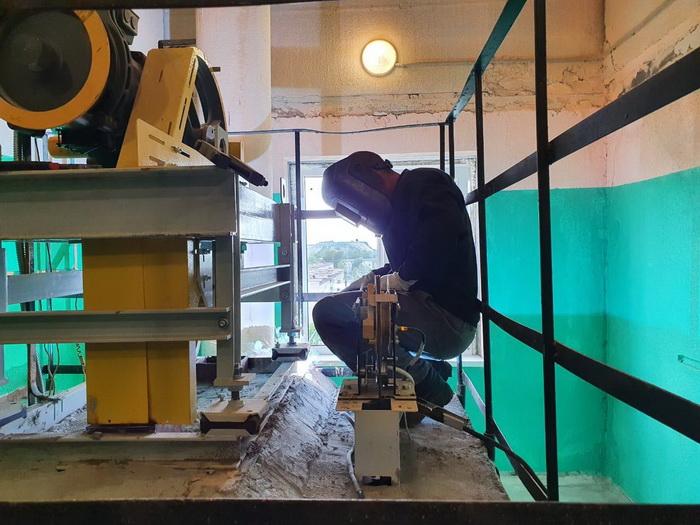 Санкт-Петербургский лифтовой завод срывает сроки установки новых лифтов в домах города Сланцы Ленинградской области