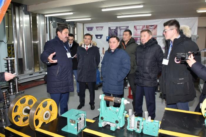 Аким Акмолинской области Ермек Маржикпаев посетил  лифтостроительный завод «Sky Express Elevator KZ»