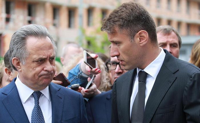 И.о. вице-премьера Виталий Мутко после ухода из правительства возглавил госкомпанию «Дом.РФ». На этом посту он сменил Александра Плутника
