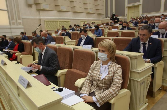 Депутаты Госсовета Удмуртии приняли постановление с предложением к Правительству РФ разработать федеральную программу по замене лифтов