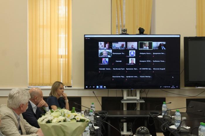 18 мая 2021 года состоялось заседание Комиссии по вопросам лифтового хозяйства Общественного совета при Минстрое России