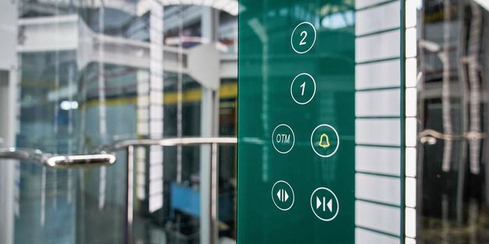 Щербинский лифтостроительный завод начал производить лифты с системой бесконтактного управления