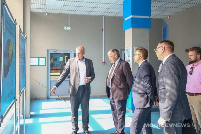 «Могилевлифтмаш» пожаловался российскому послу на создание ограничений при поставках лифтов в Россию