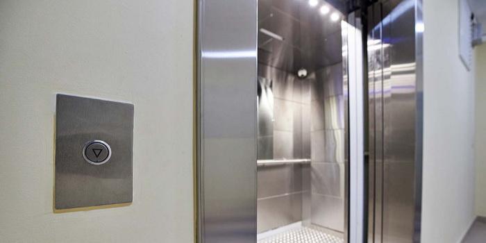 В Москве с начала 2021 года заменили более двух тысяч лифтов